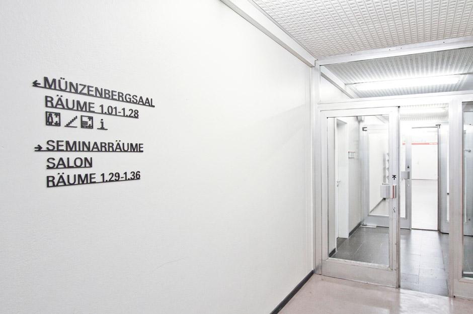 leitsystem-berlin-signage-gebäude-piktogramm-orientierungssystem-(11)