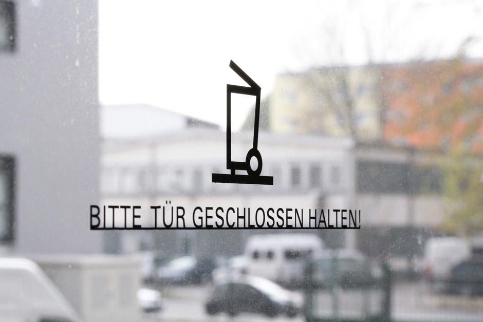 leitsystem-berlin-signage-gebäude-piktogramm-orientierungssystem-(15)