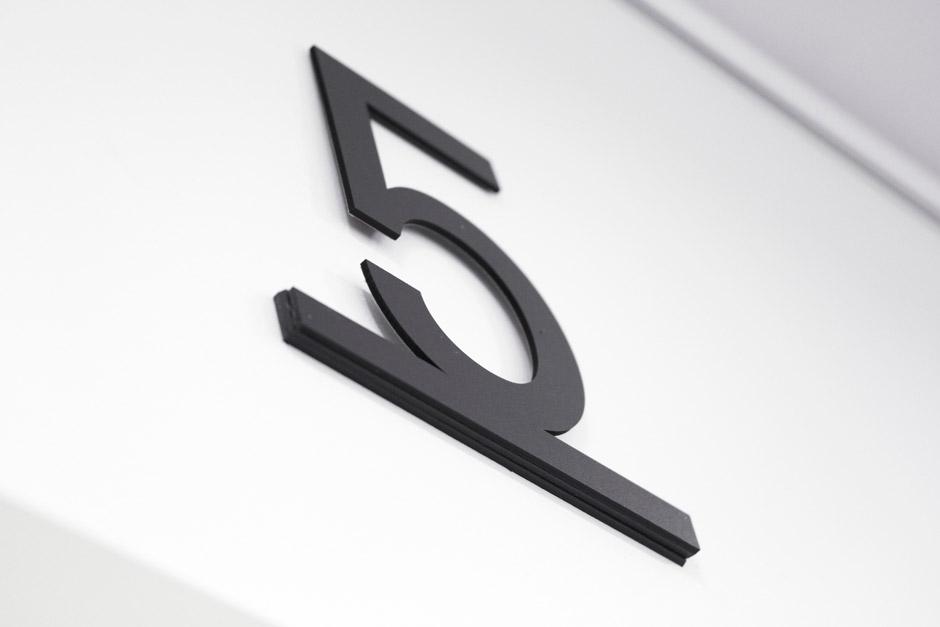 leitsystem-berlin-signage-gebäude-piktogramm-orientierungssystem-(7)