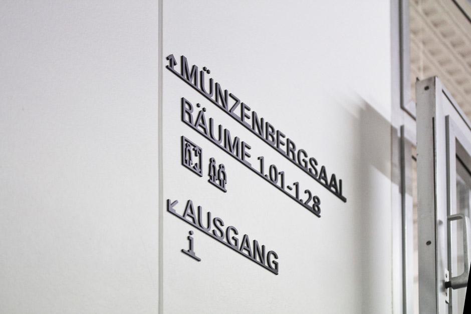 leitsystem-berlin-signage-gebäude-piktogramm-orientierungssystem-(9)
