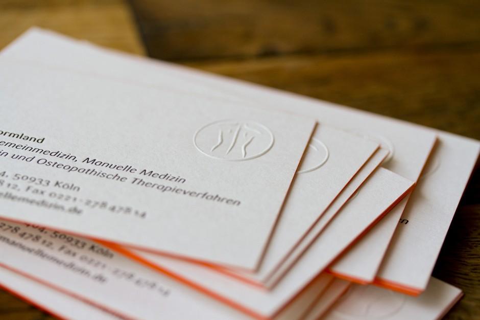 visitenkarte-tiefdruck-letterpress-farbschnitt-berlin-prägung-design (1)