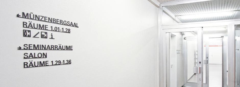 leitsystem-berlin-signage-gebäude-piktogramm-orientierungssystem-banner